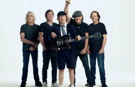 AC/DC przemierzają mgły upływających lat