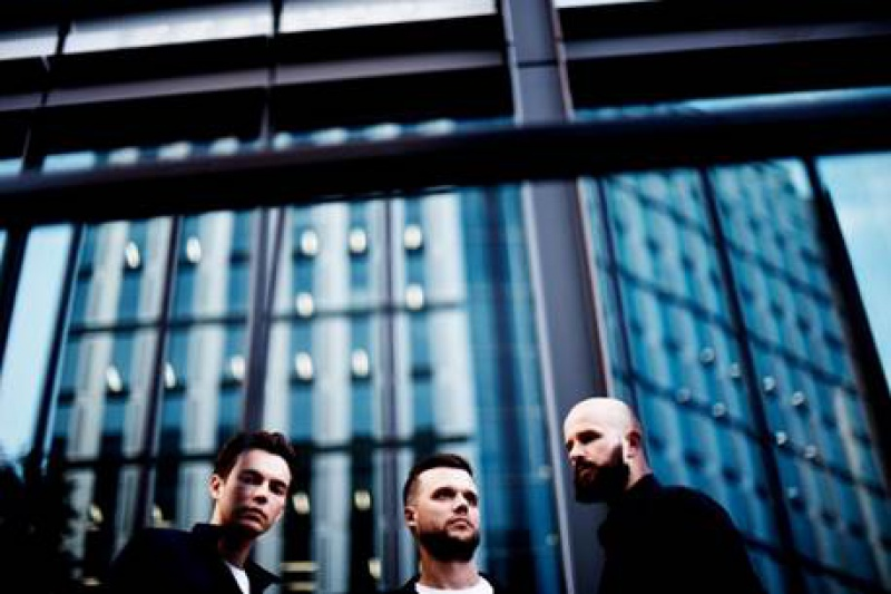 "WHITE LIES  PREZENTUJE TELEDYSK DO ""BELIVE IT"""